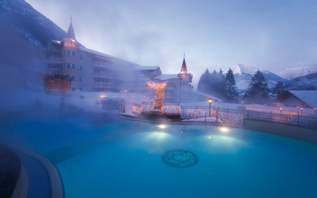 Posthotel Achenkirch mit Winter-Pool. Foto: Posthotel Achenkirch
